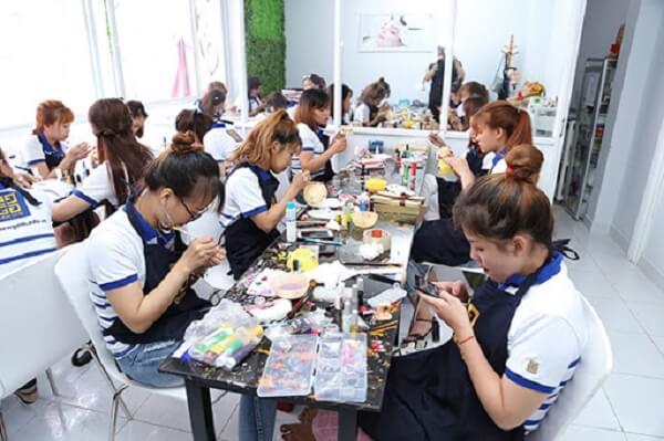 Mức lương của nghề nail hiện nay là bao nhiêu?