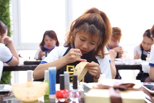 Tại sao nên chọn trung tâm dạy nail cấp tốc New Gem để theo học?