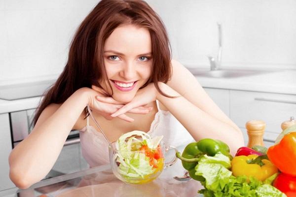 Cách chăm sóc môi sau khi phun xăm, chế độ ăn uống cần lưu ý những gì?