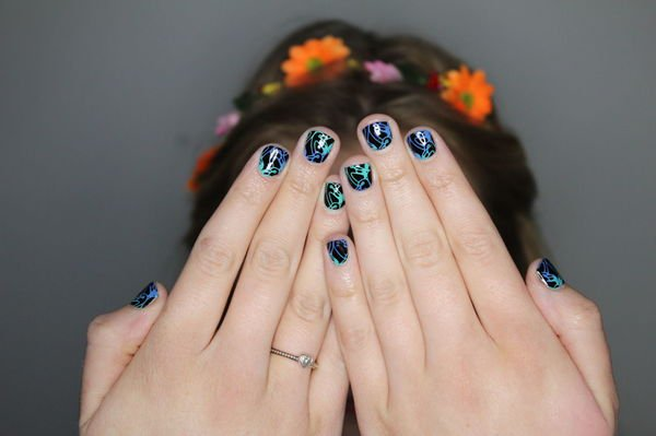2 cách vẽ nail đơn giản tại nhà bằng giấy bạc hoặc tem móng tay