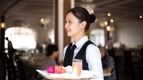 Con gái nên học nghề gì khi không học đại học, phù hợp thị trường công việc hiện nay?