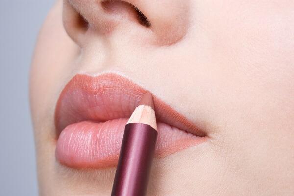 Đối với son môi bạn chỉ cần chọn các màu son phù hợp với làn da