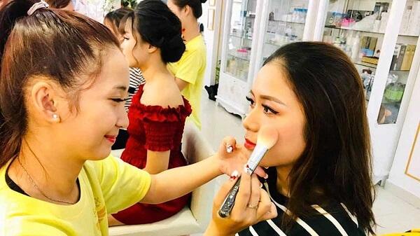 Khóa học makeup chuyên nghiệp ở Tphcm tại học viện thẩm mỹ New Gem