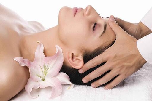 Học nghề massage mặt tại học viện thẩm mỹ New Gem - Uy tín chất lượng hàng đầu