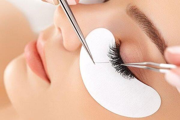 Nên học spa hay makeup thì dễ xin việc và làm lương cao hiện nay?