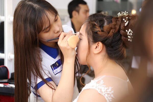 Khóa học trang điểm cô dâu tại học viện thẩm mỹ New Gem