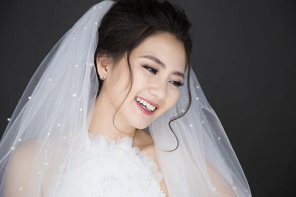 Hướng dẫn trang điểm cô dâu đơn giản những vẫn đẹp lộng lẫy ngày cưới