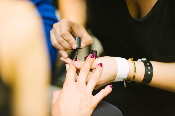Theo học nghề nail có tương lai không, nghề nail học xong dễ xin việc làm không, lương bao nhiêu?