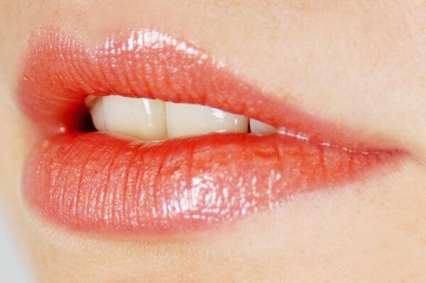 Phun môi pha lê là gì, ưu điểm của kỹ thuật phun môi này ra sao?