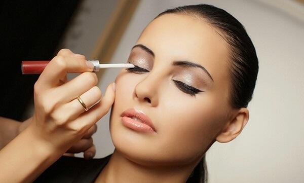 Tìm hiểu về nghề trang điểm, make up với thực trạng hiện nay trước khi quyết định theo học