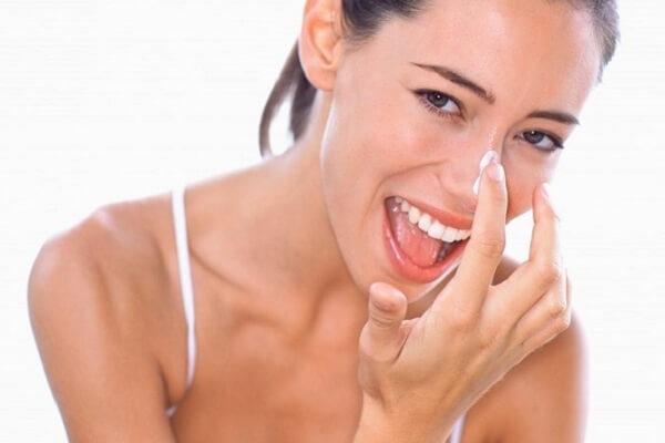 Kem đánh răng giúp loại bỏ mụn đầu đen ở mũi