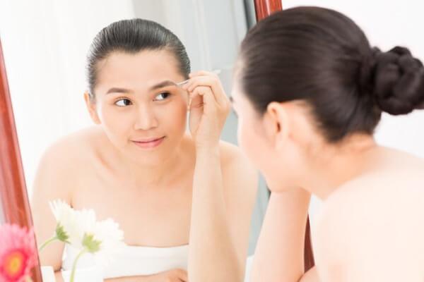 Cách bôi thuốc mỡ sau khi phun lông mày cực chuẩn