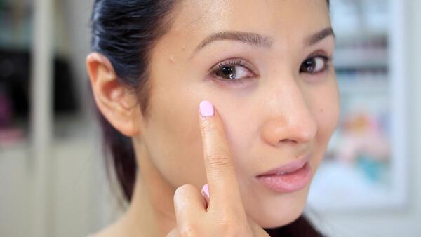 Bạn đã biết cách trang điểm xóa bọng mắt chưa?