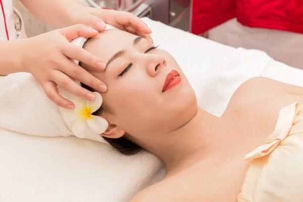 Chăm sóc da sau khi đi spa nặn mụn như thế nào hợp lý?