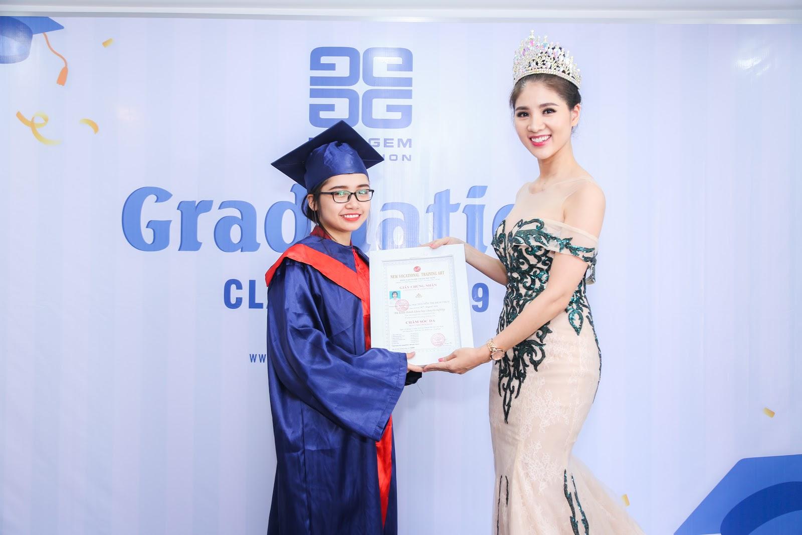 Học Viện Đào Tạo New Gem đã tuyên dương các học viên đạt giải thưởng cao trong cuộc thi.
