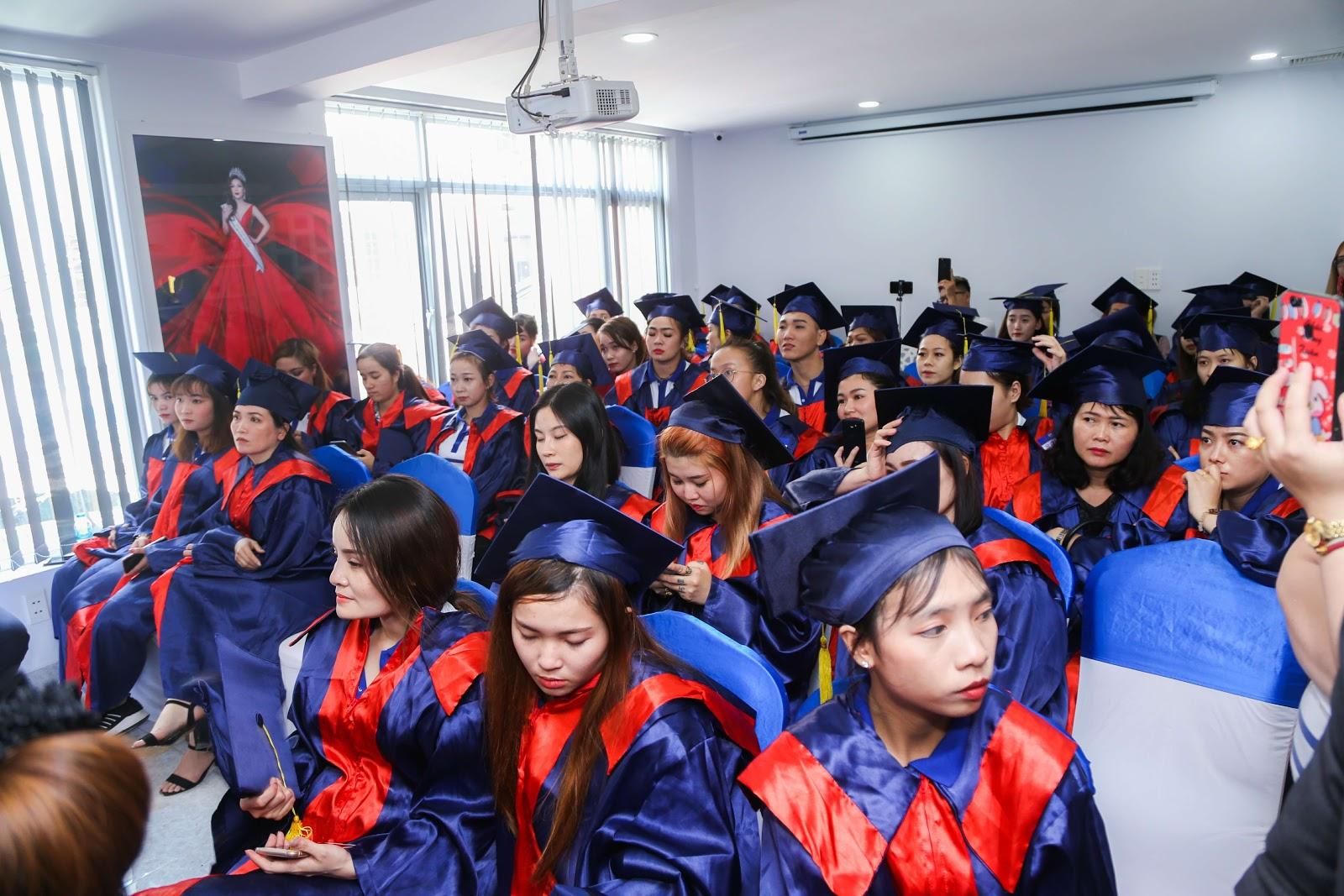 Đông đúc học viên háo hức tham dự buổi Lễ Tốt Nghiệp