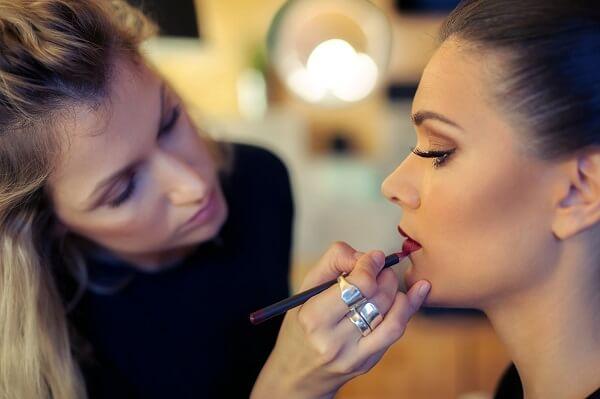 Tâm sự nghề trang điểm – Những khó khăn và thuận lợi khi vào nghề