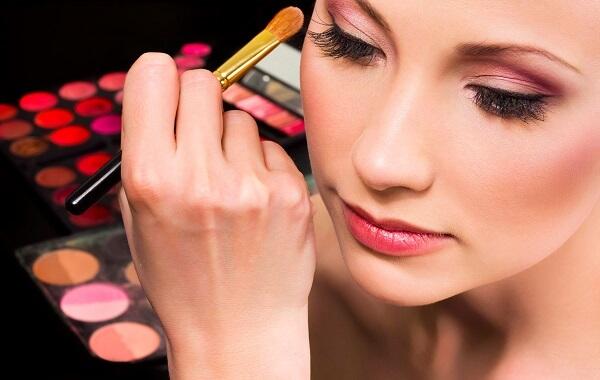 Những điều cần biết trước khi học nghề makeup artist