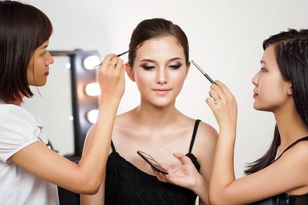 Tâm sự nghề trang điểm - Những khó khăn và thuận lợi khi vào nghề