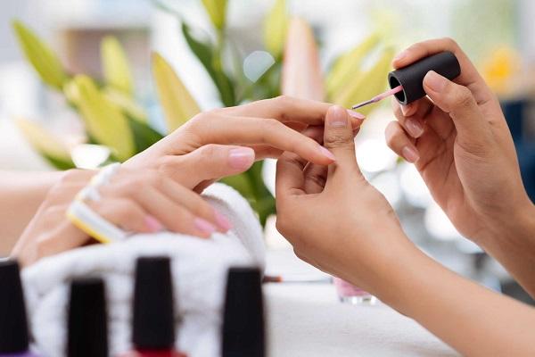 Thu nhập nghề nail ở Việt Nam là bao nhiêu, mức lương thợ nail có cao không?