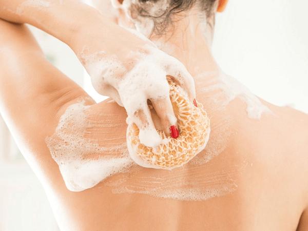 Dưỡng trắng da toàn thân có cần đi spa không?