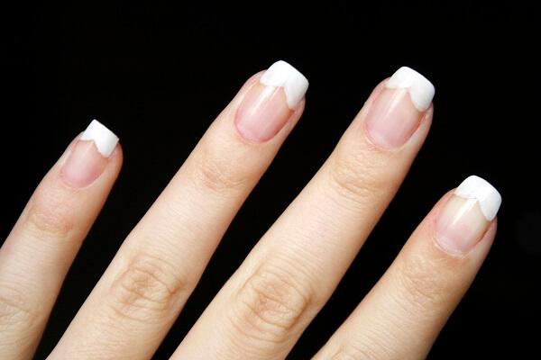 Làm nail màu gì sáng da cho cô nàng da ngăm