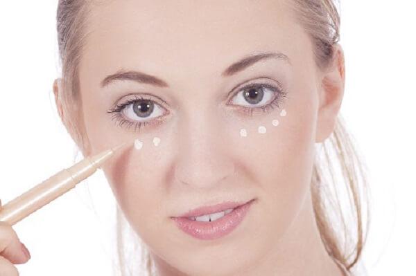 Điểm qua các bí quyết trang điểm cho da nhờn không bết dính