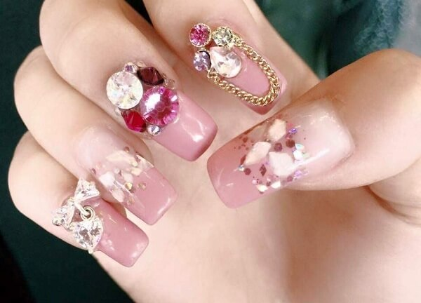 Học ngay cách làm nail đính đá cho cô dâu cực đơn giản