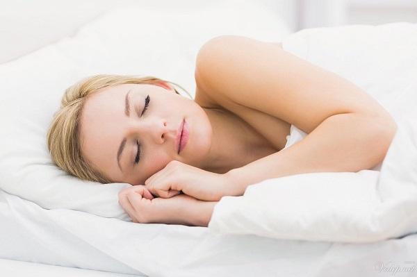 Cách chăm sóc da mặt ngay khi ngủ giúp bạn tiết kiệm thời gian