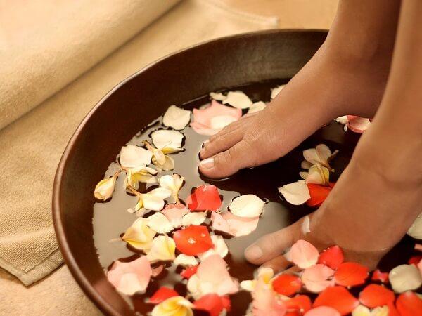 Cách chăm sóc đôi chân tại nhà như spa cực hiệu quả