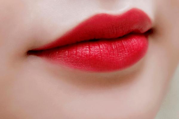Những tác hại của phun xăm môi bạn cần biết