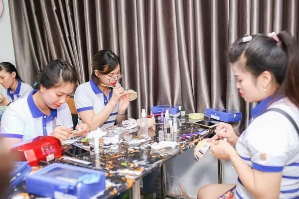 Tổng thể nghề nail hiện tại và những vấn đề liên quan