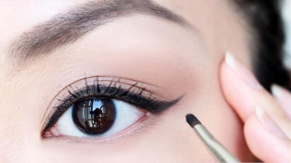 Bí quyết vẽ eyeliner đơn giản với từng loại chì