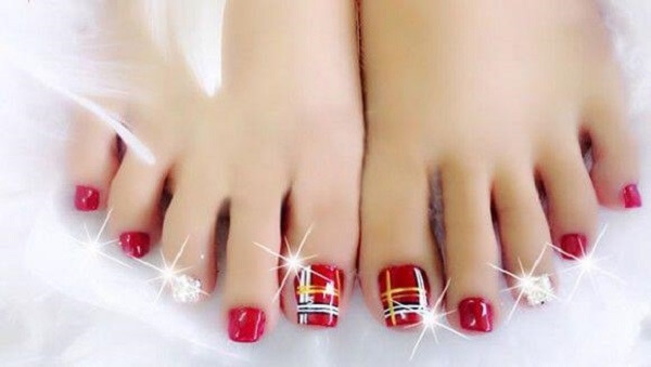 Các mẫu vẽ móng chân đẹp dễ thương vô cùng đơn giản