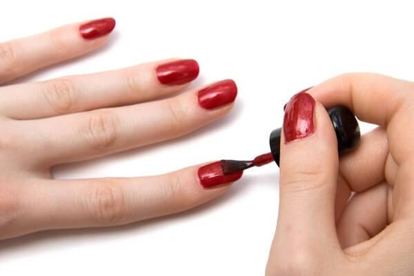 Cách giữ sơn móng tay bền màu cực hay