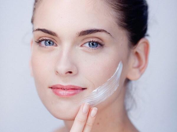 Cùng tham khảo các mẹo chăm sóc da mặt khi đi du lịch