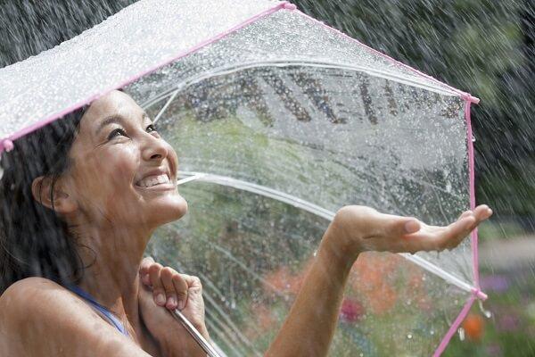 Cách chăm sóc da ngày mưa cực hiệu quả