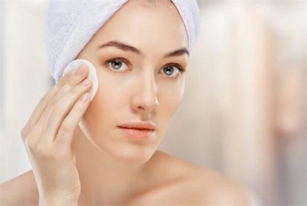 Cách chăm sóc da nhờn mùa nắng nóng bạn nên biết