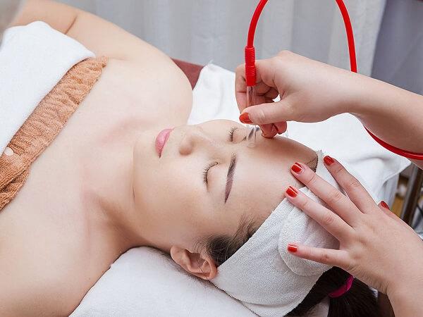 Liệu trình chăm sóc da mặt chuyên sâu tại spa giúp da trẻ hóa