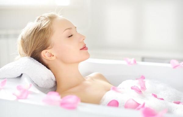 Cách sử dụng muối tắm để thải độc tố trên da giảm stress cực hay