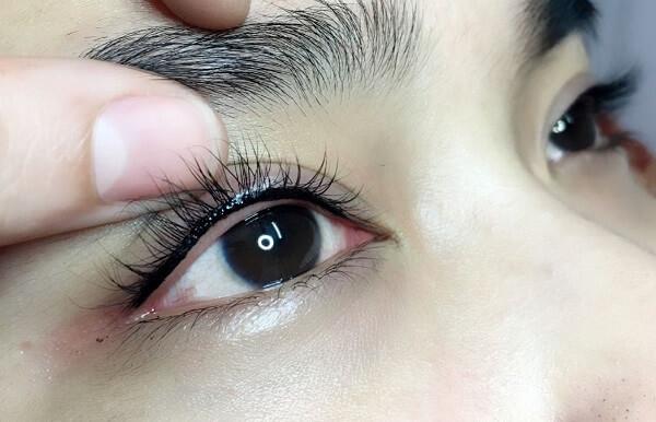 Xăm mí mắt có hại hay nguy hiểm không? Chuyên viên tư vấn