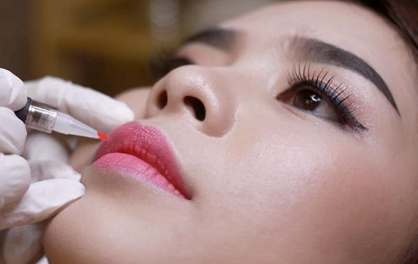 Vì sao xăm môi không lên màu? Biện pháp khắc phục