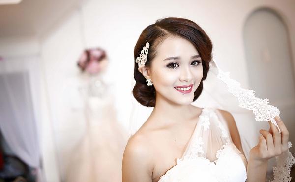 Cách trang điểm cho cô dâu mặt vuông cực xinh xắn