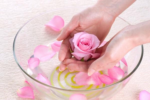 Không trang điểm có cần dùng nước hoa hồng hay không?