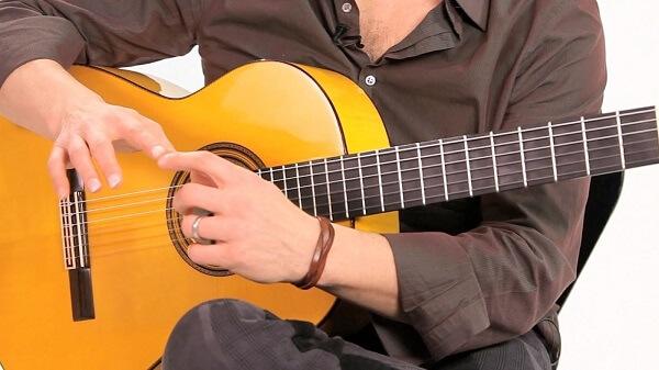 Cách chăm sóc móng khi chơi đàn Guitar cực hay