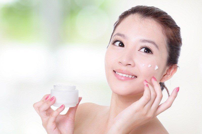 Tips dưỡng da mụn mỗi ngày cho các cô nàng